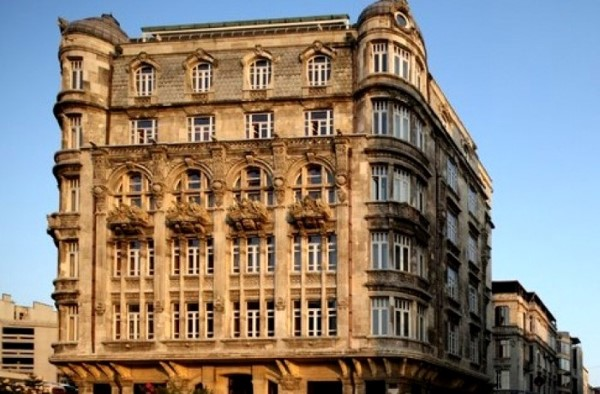 The Oldest And Most Beautiful Apartment Buildings In